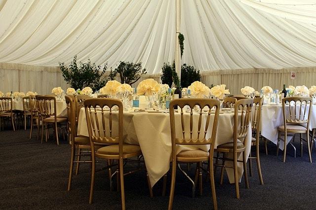 Mariage paris essonne decoration de salle sur mesure drapes tables