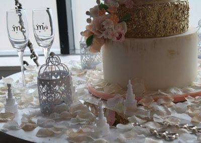 decoration table petales blanches agence organisation de mariage