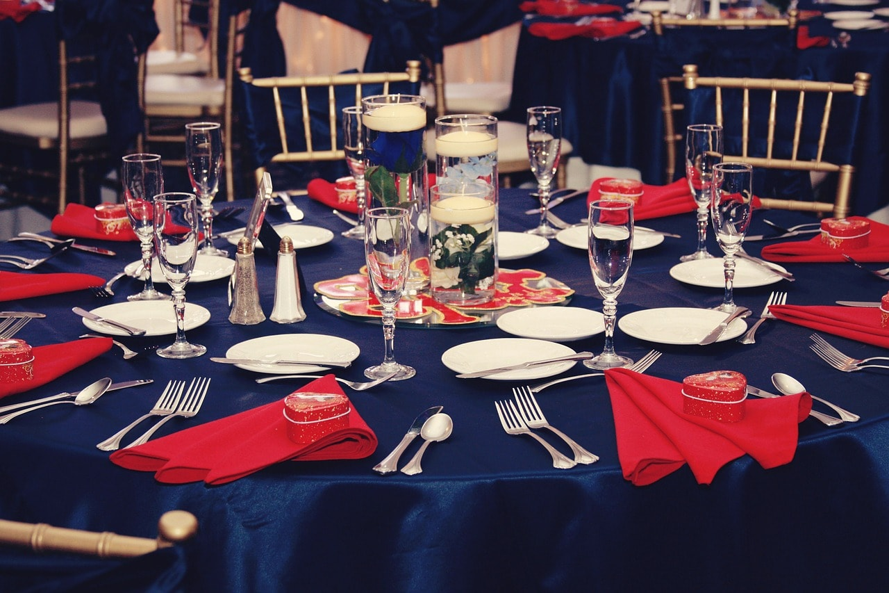 decoration bleu et rouge mariage